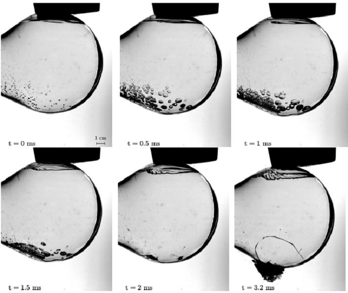 Série chronologique de 6 photographies représentant la formation de bulles de cavitation à l'opposé du coup porté