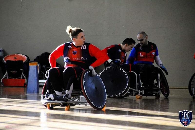 Véronique Senac évolue sur le terrain de rugby fauteuil